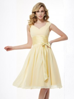 A-Line/Princess Straps Sleeveless Pleats Knee-Length Chiffon Dresses
