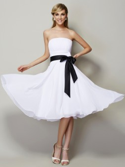 A-Line/Princess Strapless Sleeveless Sash/Ribbon/Belt Knee-Length Chiffon Bridesmaid Dresses