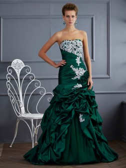 Ball Gown Strapless Sleeveless Applique Sweep/Brush Train Taffeta Dresses
