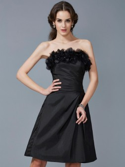 Sheath/Column Strapless Sleeveless Hand-Made Flower Knee-Length Taffeta Dresses