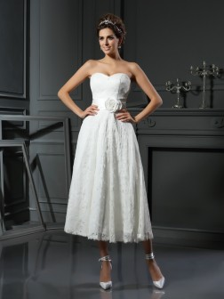 A-Line/Princess Sweetheart Lace Sleeveless Tea-Length Lace Wedding Dresses