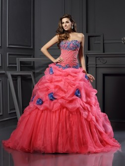 Ball Gown Sweetheart Beading Sleeveless Chapel Train Organza Dresses