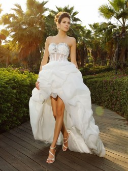 A-Line/Princess Sweetheart Beading Sleeveless Asymmetrical Organza Wedding Dresses