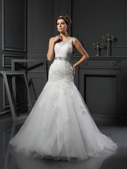 Sheath/Column Scoop Applique Sleeveless Court Train Net Wedding Dresses