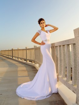 Sheath/Column V-neck Beading Sleeveless Court Train Chiffon Wedding Dresses