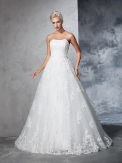 Ball Gown Strapless Lace Sleeveless Court Train Lace Wedding Dresses