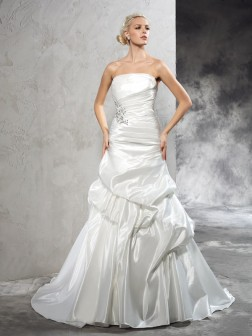 Sheath/Column Strapless Pleats Sleeveless Court Train Satin Wedding Dresses