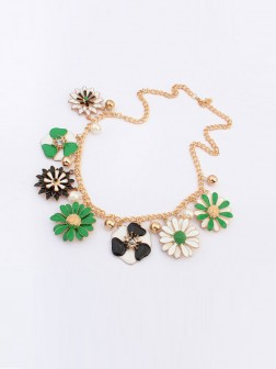 Occident Celebutante Luxurious Flowers Daisy Necklace