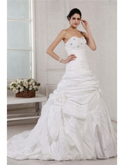 A-Line/Princess Sweetheart Sleeveless Applique Beading Court Train Taffeta Wedding Dresses