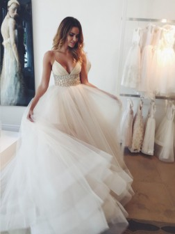 Ball Gown Spaghetti Straps Sleeveless Court Train Tulle Wedding Dresses